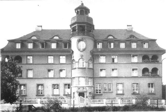 Fotografie: Schwesternhaus des Vereins für jüdische Krankenpflegerinnen zu Frankfurt am Main / Front des Hauses in der Bornheimer Landwehr 85, Frankfurt am Main.