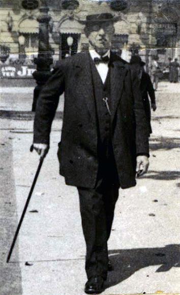 Fotografie: Karl Falkenstein (Datum unbekannt, vermutlich um 1920).