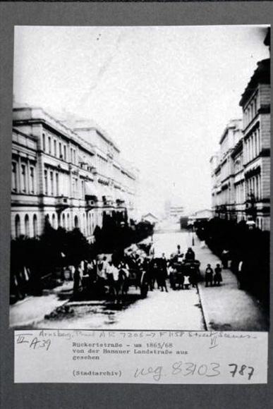 Fotografie: Rückertstraße, um 1865/68, Sicht von Hanauer Landstraße aus.