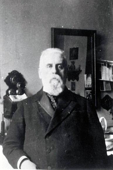 Fotografie: Geheimer Sanitätsrat Dr. med. Elieser Rosenbaum, Chefarzt des Rothschild'schen Hospitals, undatiert (um 1910