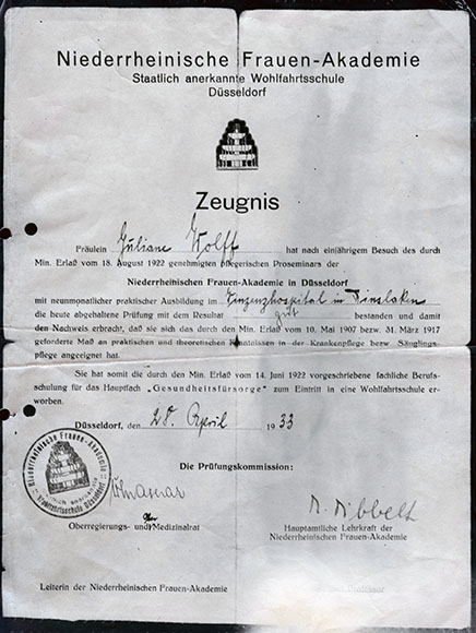 Dokument: Wolff, Juliane / Juliane Wolff, Zeugnis der Niederrheinischen Frauen-Akademie, Düsseldorf, 28.04.1933