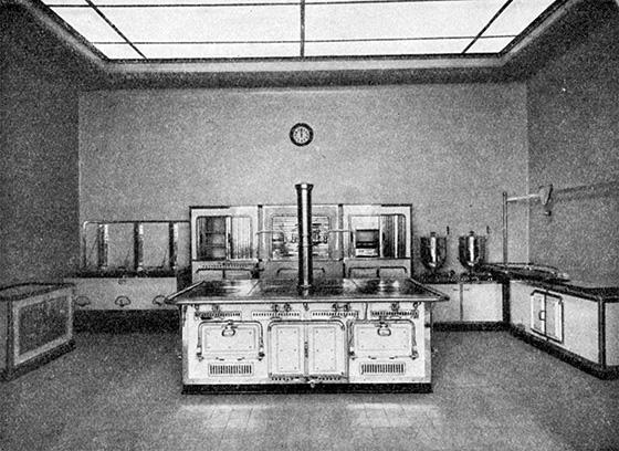 Fotografie: Musterküche. Voggenberger, Fritz: Sonderausstellung für Krankenhausbau. Frankfurt a.M. 1913.