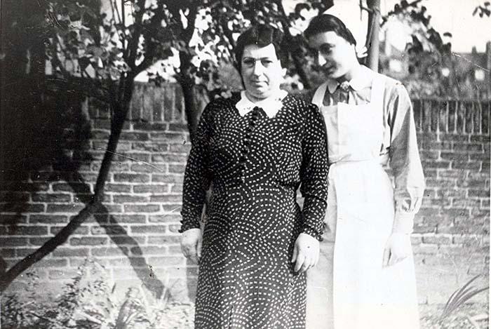 Fotografie: Zilli Heinrich und ihre Mutter Emilie Heinrich, um 1939