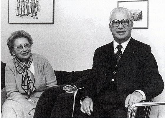 Fotografie: Lotte Selma Pinkuss mit Ehemann Rabbiner Fritz Pinkuss beim Besuch in Heidelberg 1980.