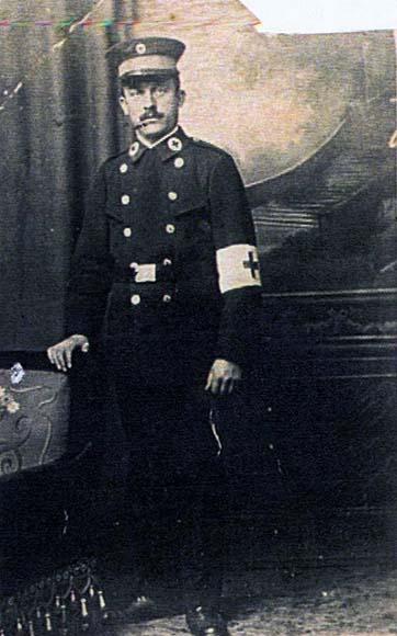 Fotografie: Lazarus Farntrog, Vater der Krankenschwester Betti Farntrog, Rot-Kreuz-Sanitäter im Ersten Weltkrieg, undatiert (um 1916).