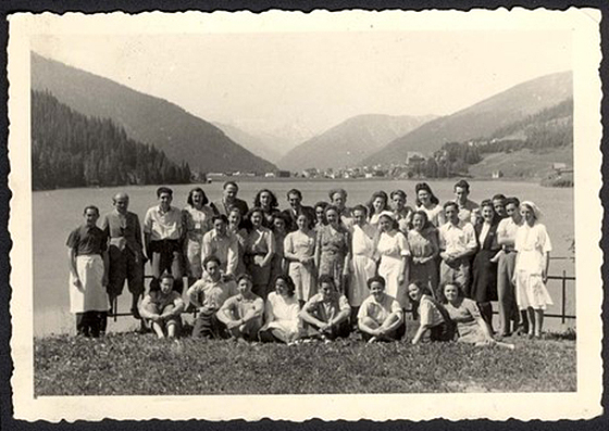 "Fotografie: Davos, Switzerland, Medical staff of the ""Ram Yaar"" - ""Hohwald"" (""High Forest"") sanatorium for ""Chalutzim""."