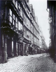 Fotografie: Frankfurter Judengasse, Teilansicht, um 1868.