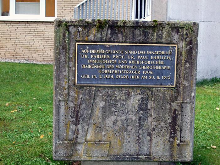 Fotografie: Bad Homburg, Dr. Sanatorium Pariser / Paul-Ehrlich-Klinik, Denkmal für Professor Ehrlich, 16.10.2013