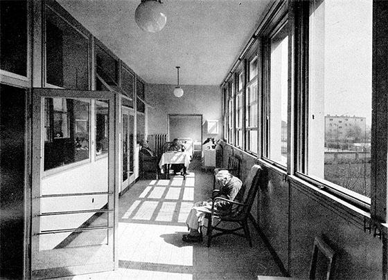 Fotografie: Siechenhaus Rödelheim, Blick in eine Glasveranda, 1930.